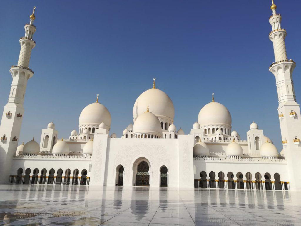 Abu Dhabi_Scheich-Zayid-Moschee_front