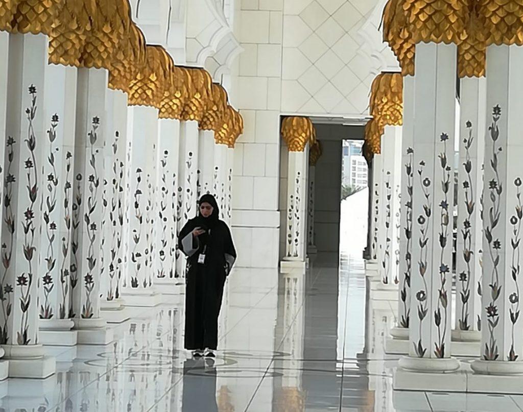 Abu Dhabi_Scheich-Zayid-Moschee_inside_bearb.