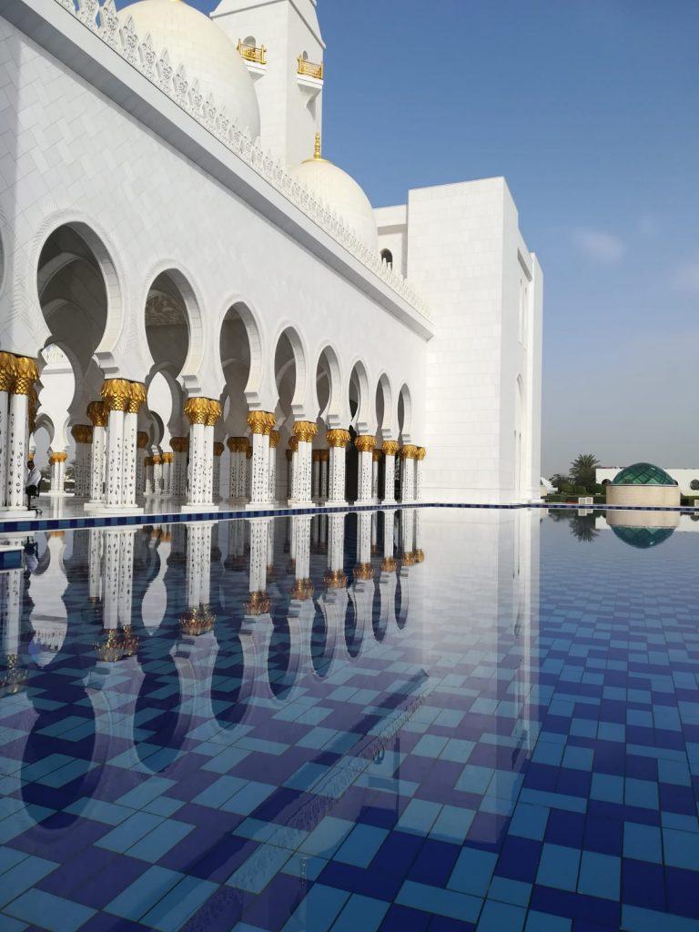 Abu Dhabi_Scheich-Zayid-Moschee_pool