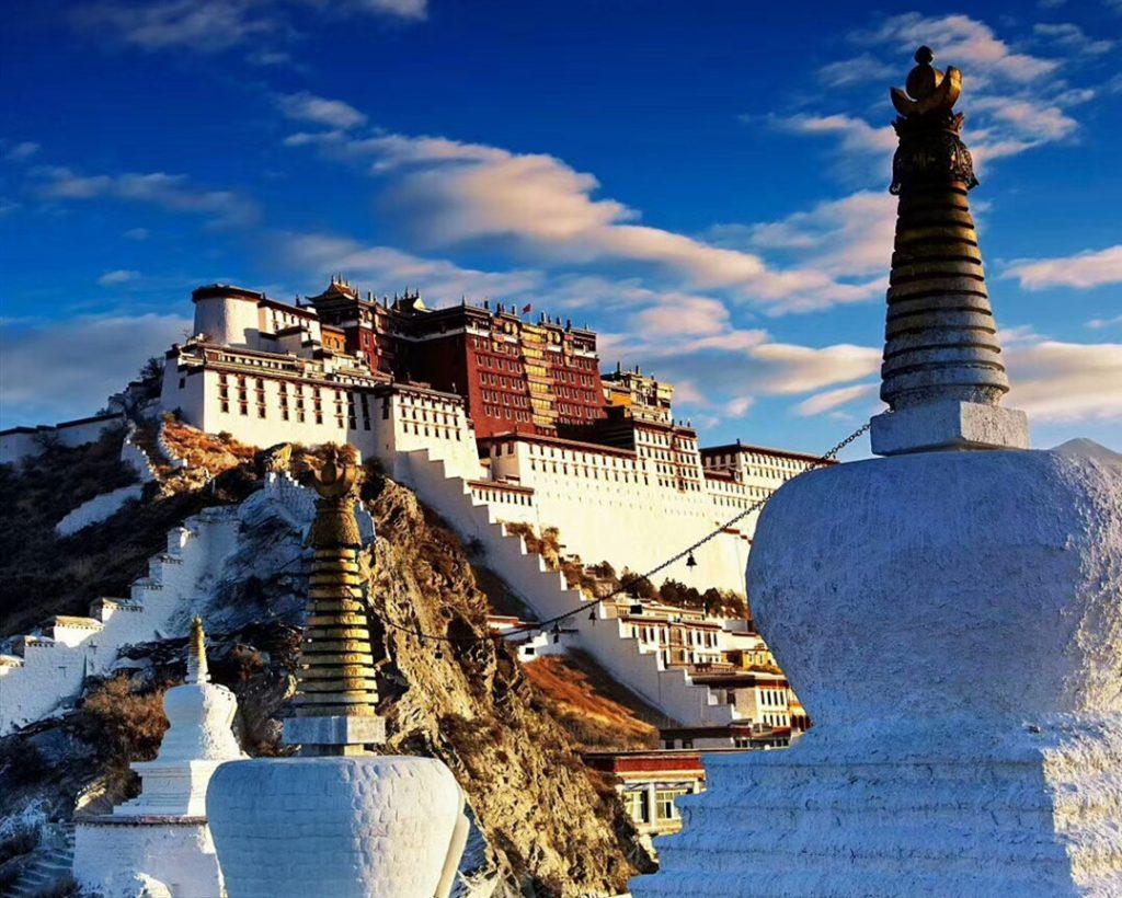 Potala Palast mit Stupa in Lhasa